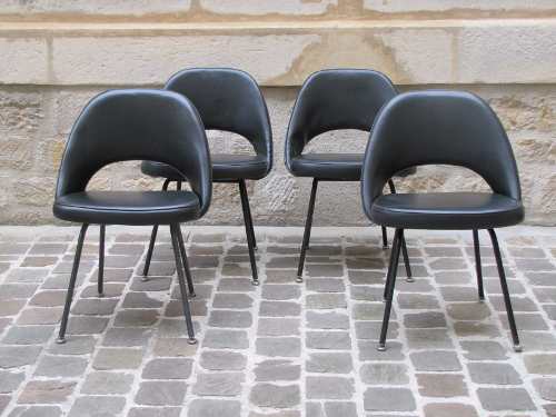 4 chaises, modèle Conférence, design Saarinen, ed.Knoll
