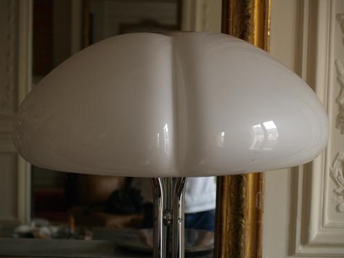 Gae-Aulenti-lampe-poser-blanche-Gimp-3.jpg